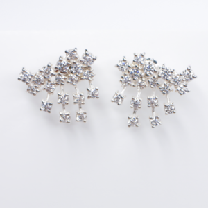 Aretes Emma de Plata 0.925 con rodio con topacios blancos y perlas naturales